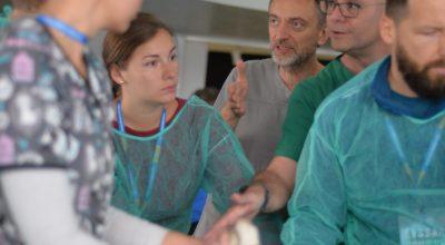 Prof. W. Niżański i dr G. Mantziaras z uczestnikami/